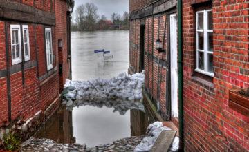 Hochwasser Strassenschilder